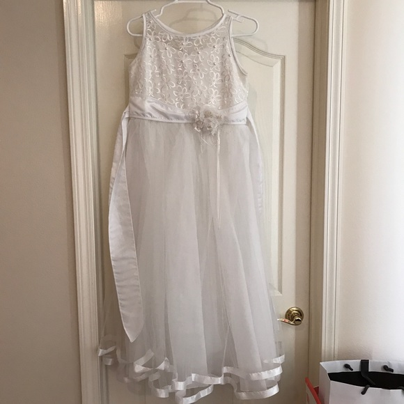 NEED GONE White flower dress